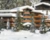 Verschneites Jagdhaus
